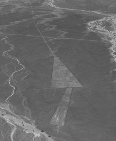 Géoglyphes trapézoidaux à Nazca